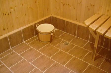 Облицовка пола в бане керамической плиткой