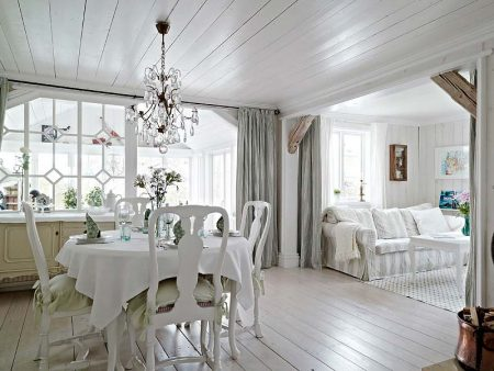 Белый деревянный пол в интерьере в стиле прованс