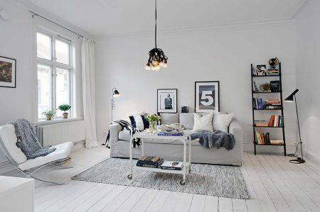Пол из белой доски в комнате в скандинавском стиле